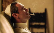 Mladý papež: Jude Law chystá revoluci katolické církve   Fandíme filmu