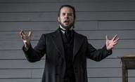 Brimstone: Guy Pearce jako anděl pomsty v horečnaté vizi | Fandíme filmu