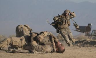 The Wall: Kick-Ass je terčem iráckého odstřelovače | Fandíme filmu
