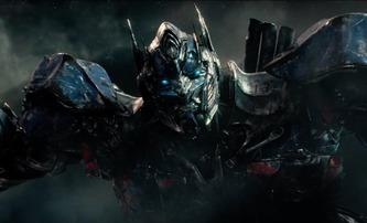 Transformers: Poslední rytíř: Nový plakát a video ze zákulisí | Fandíme filmu