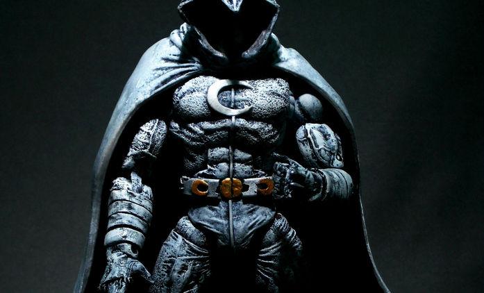 Moon Knight: Marvelácký superhrdina s tváří Oscara Isaaca našel režiséra | Fandíme filmu