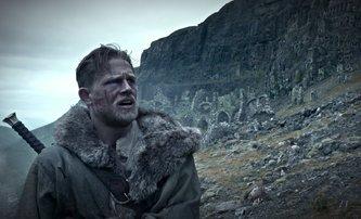 Král Artuš: Legenda o meči: Nový trailer působí hodně současně | Fandíme filmu