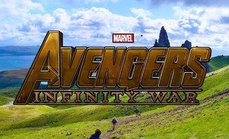 Avengers 3 a 4: Vision a Scarlet Witch na fotkách z natáčení | Fandíme filmu