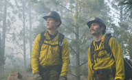 Only the Brave: Featurette představuje těžkou práci hasičů | Fandíme filmu