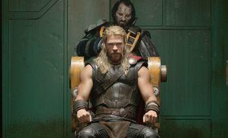 Thor Ragnarok: Nové plakáty, fotky a délka filmu | Fandíme filmu