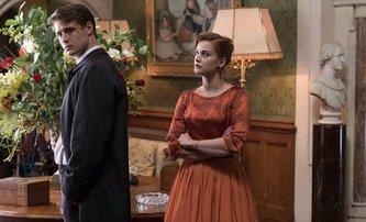 Crooked House: Nenápadná adaptace jednoho z nejlepších příběhů Agathy Christie | Fandíme filmu