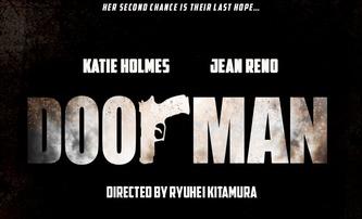 Doorman: Akčňák s Katie Holmes a Jeanem Renem | Fandíme filmu