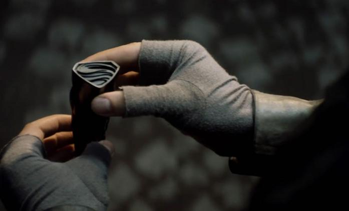 Krypton: První pohled na vesmírného motorkáře Loba | Fandíme seriálům