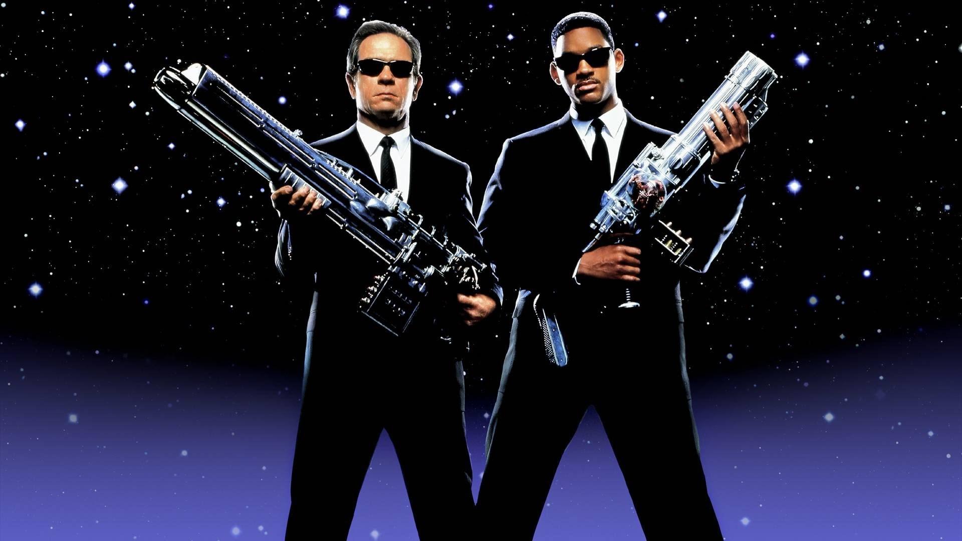 Muži v černém: Chris Hemsworth si přivede posilu z Thora   Fandíme filmu