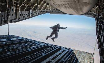 Mission: Impossible 6: Cruise skočil 106x z letadla a další adrenalin | Fandíme filmu