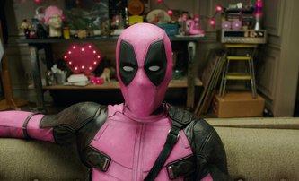 Deadpool navlékl růžový kostým a vytáhl do boje s rakovinou | Fandíme filmu