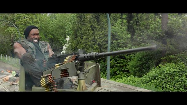 The Predator: Nový trailer působí daleko lépe a akčněji   Fandíme filmu