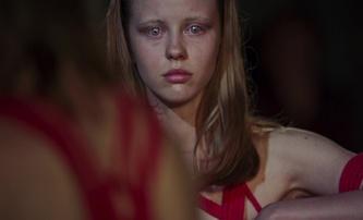 Suspiria: Nový trailer příjemně zneklidňuje | Fandíme filmu