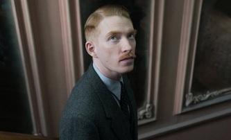 Malý vetřelec: Domhnall Gleeson se snaží zkrotit tajemné zlo | Fandíme filmu