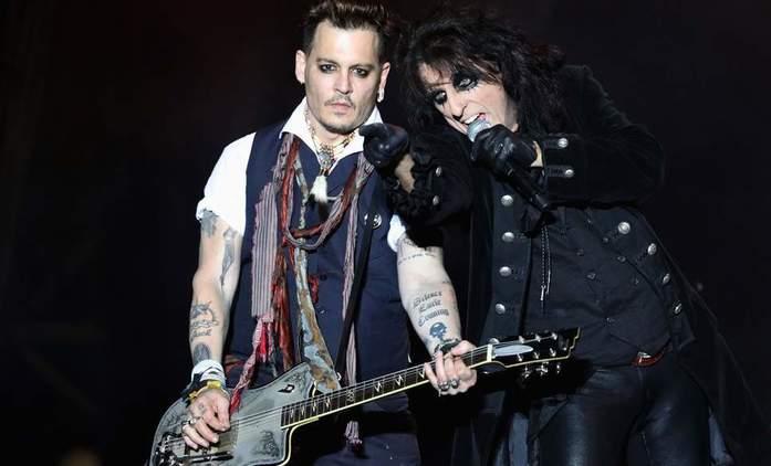 Hollywood Vampires: Johnny Depp to s kytarou vážně umí   Fandíme filmu