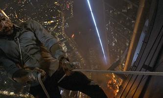 Mrakodrap: Finální trailer ukazuje celou akční scénu | Fandíme filmu