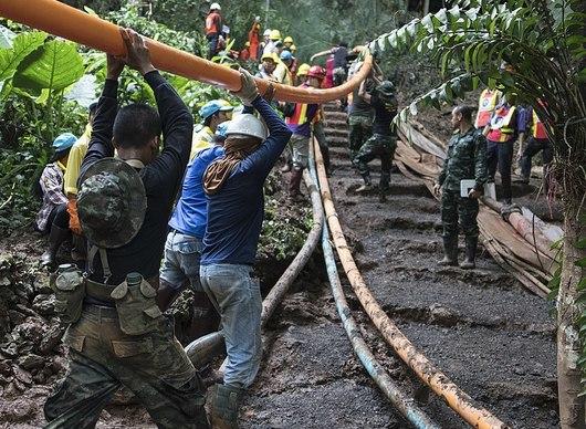 Chystá se 6 různých filmů o klucích zatopených v thajské jeskyni | Fandíme filmu