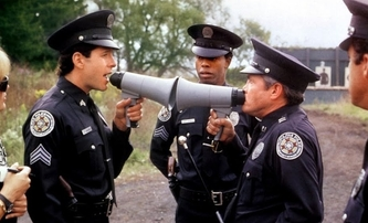 Policejní akademie: Podle Mahoneyho se chystá pokračování | Fandíme filmu