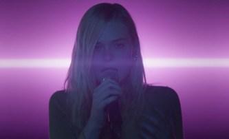 Teen Spirit: Elle Fanning zakusí trnitou cestu ke slávě | Fandíme filmu