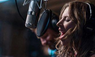 Zrodila se hvězda: Filmový klip k písni Shallow má grády! | Fandíme filmu