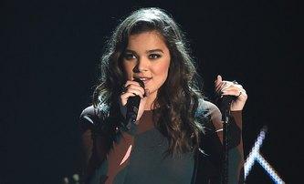 Idol: Matt Reeves bude režírovat, Hailee Steinfeld zpívat | Fandíme filmu