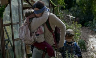Bird Box: Sandra Bullock v mrazivém traileru | Fandíme filmu