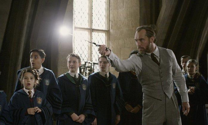 Fantastická zvířata 3: Máme dostat víc Brumbála, Bradavic a odkazů na Harryho Pottera   Fandíme filmu