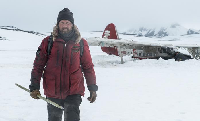 Arctic: Mads Mikkelsen bojuje v mrazivé Arktidě o holý život | Fandíme filmu