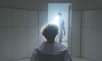 Skleněný: Režisér přiznal, že kvůli recenzím brečel | Fandíme filmu