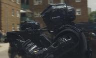Code 8: První akční ukázka z robotické sci-fi ve stylu Neilla Blomkampa | Fandíme filmu