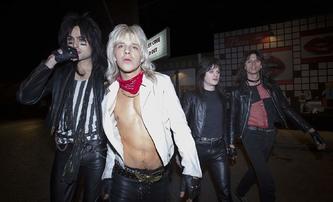 The Dirt: Šílená zvěrstva kapely Mötley Crüe v životopisném traileru | Fandíme filmu
