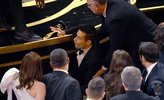 Rami Malek na Oscarech spadl z pódia a skončil v péči zdravotníků | Fandíme filmu