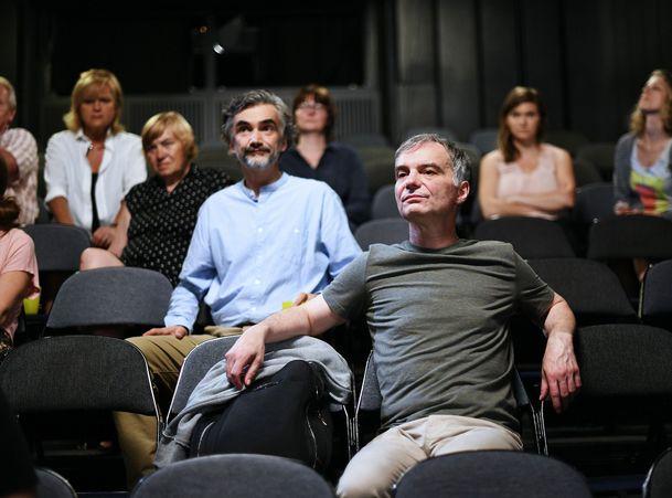 Zkáza Dejvického divadla rozdělila diváky na dva tábory, reakce jsou rozpačité | Fandíme serialům