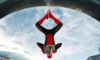 Spider-Man: Daleko od domova: Tom Holland sdílí sadu mezinárodních plakátů | Fandíme filmu