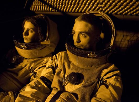 Recenze: High Life - Robert Pattinson míří vstříc černým dírám ve filosofické pecce   Fandíme filmu