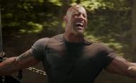 "Hobbs & Shaw: The Rock v novém traileru doslova strhne z nebes ""černého Supermana"" | Fandíme filmu"