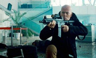 Open Source: Miliardář Bruce Willis chrání technologii, která může změnit svět | Fandíme filmu