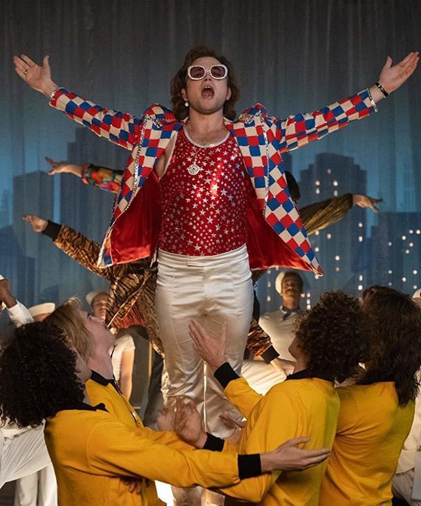 Rocketman: Elton John je smutný z ruské cenzury gay pasáží filmu | Fandíme filmu