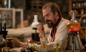 Frankenstein's Monster's Monster: David Harbour v traileru představuje hodně netradiční pojetí Frankensteina | Fandíme filmu