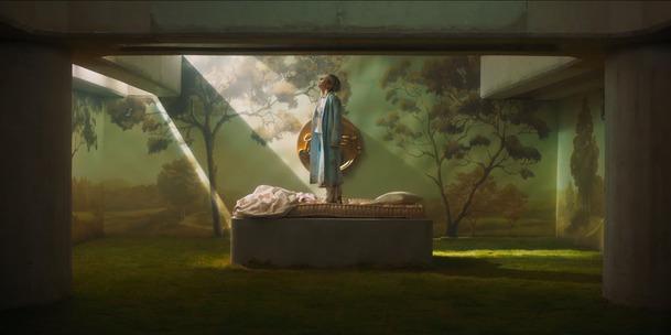 Paradise Hills: Vizuálně uhrančivá fantasy s Millou Jovovich se představuje v traileru | Fandíme filmu