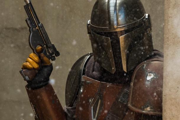Mandalorian: Jon Favreau už pracuje na 2. řadě Star Wars seriálu   Fandíme serialům