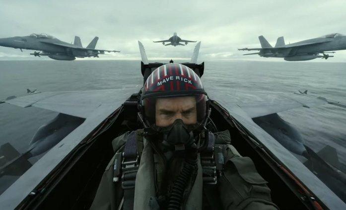 Top Gun: Maverick: Herci trénovali tři měsíce, aby za letu nezvraceli a ještě zvládali sami sebe natáčet | Fandíme filmu