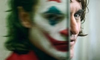 Joaquin Phoenix exceluje jako Joker, ale před lety měl být Batman | Fandíme filmu