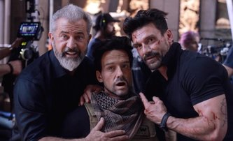 Boss Level: První video z herní akce, ve které Frank Grillo pořád dokola umírá | Fandíme filmu