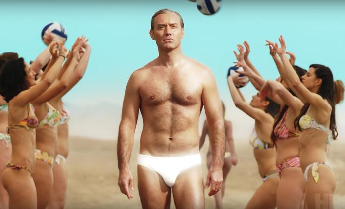 The New Pope: Bílá speeda nejsou nejmenší kostým, co musel Jude Law nosit | Fandíme seriálům