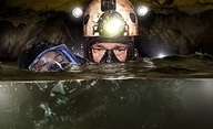 Thirteen Lives: Do zatopené thajské jeskyně se vydá hvězdné herecké trio | Fandíme filmu