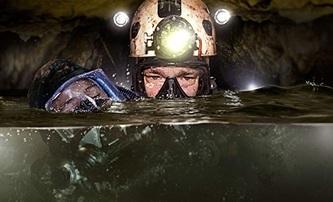 The Cave: Upoutávka na první z řady filmů o klucích v zatopené thajské jeskyni | Fandíme filmu