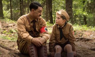 Jojo Rabbit: Antiválečný film od režiséra Thora 3 vyhrál festival v Torontu a míří za Oscary | Fandíme filmu