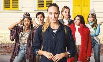 Tall Girl: Hrdince nové romantické komedie od Netflixu brání v lásce výška - koukněte na trailer | Fandíme filmu