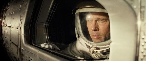 Recenze: Ad Astra: Brad Pitt si zoufá uprostřed vesmírné nicoty   Fandíme filmu